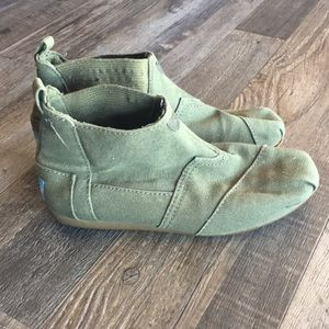 Toms army green canvas ankle booties